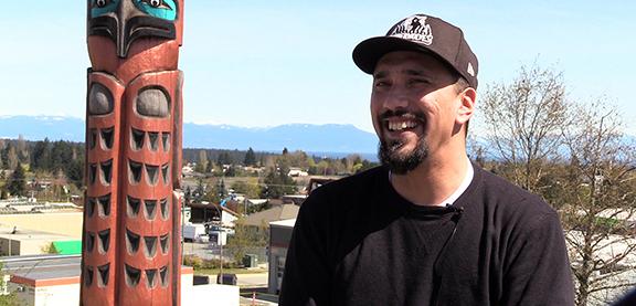 Julian Stonechild, étudiant autochtone, Vancouver Island University.